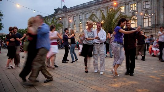 Foto: Tango an der Museumsinsel in Berlin